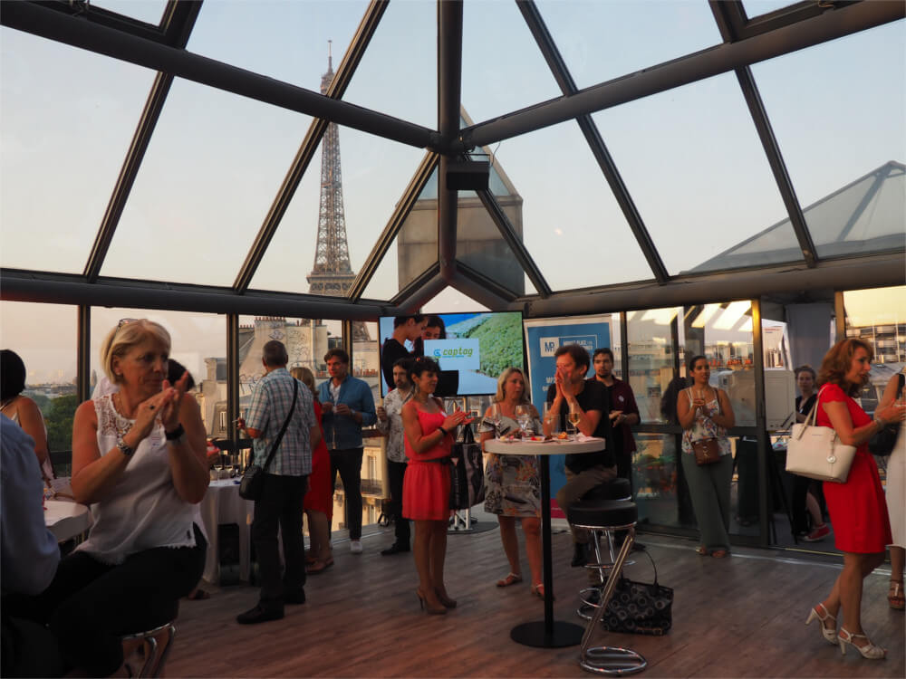 Networking professionnel au rooftop grenelle